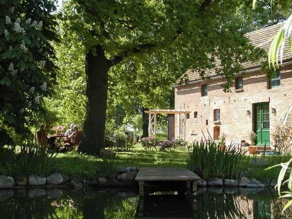 Terrasse unter der Kastanie. | Ferienwohnungen Müritz - Alte Ziegelei