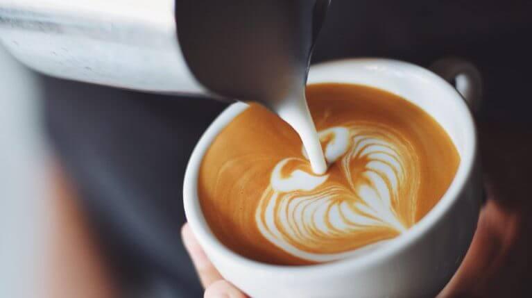 Gerne servieren wir Ihnen frischen Cappuccino. | Ferienwohnungen Müritz - Alte Ziegelei