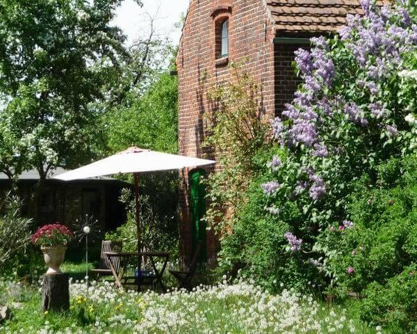 Terrasse vor dem Weinladen. | Ferienwohnungen Müritz - Alte Ziegelei