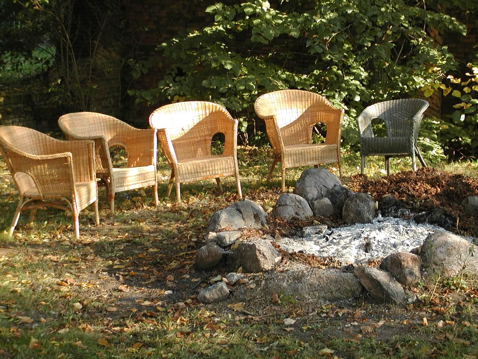 Große Feuerstelle im Garten. | Ferienwohnungen Müritz - Alte Ziegelei