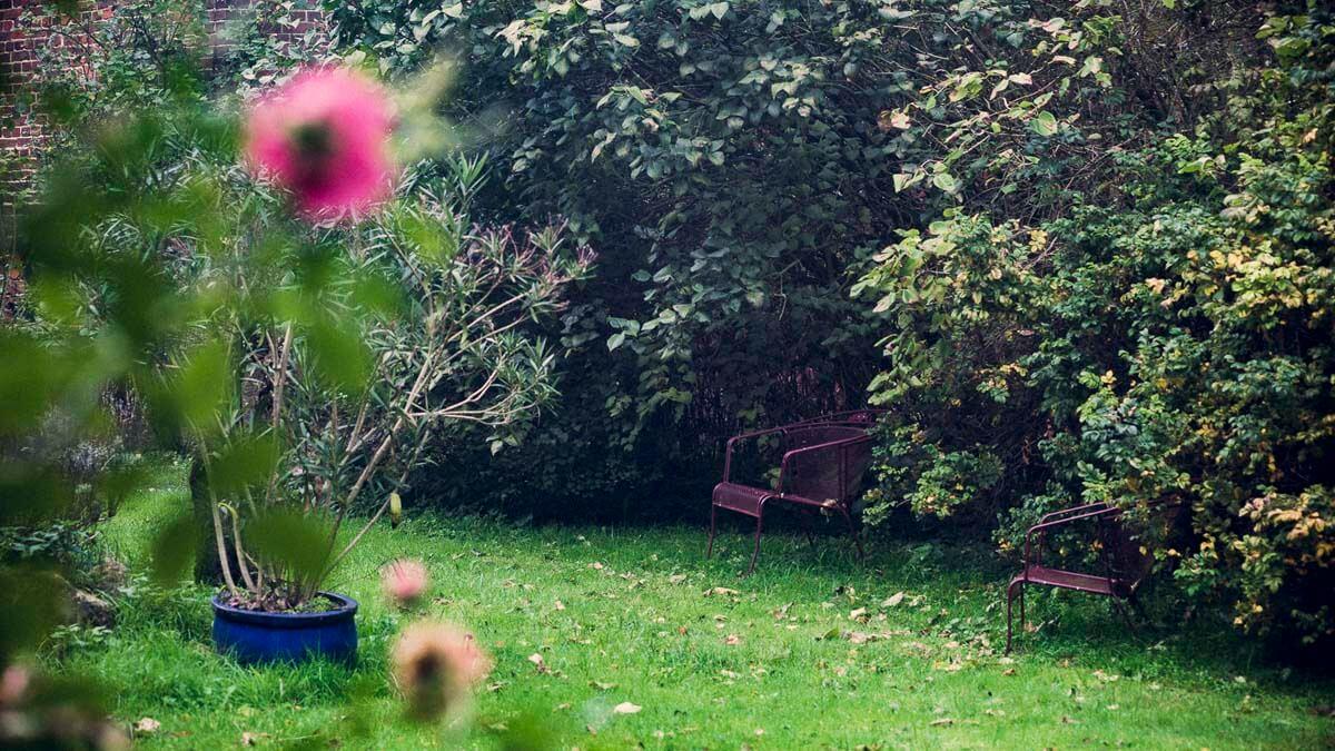 Sitzplätze im Garten. | Ferienwohnungen Müritz - Alte Ziegelei